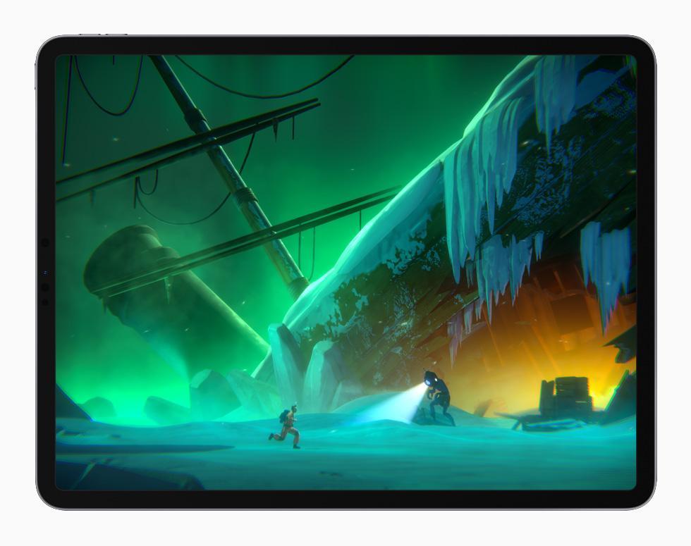 在 iPad Pro 上展示《Little Orpheus》的遊玩體驗。